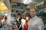 Con otros escritores de la editorial.